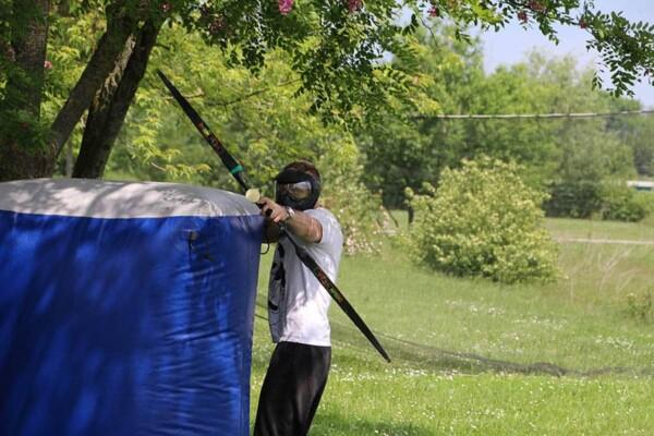 Archery tag : tireur en action