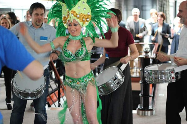 Batucada : danseuse brésilienne