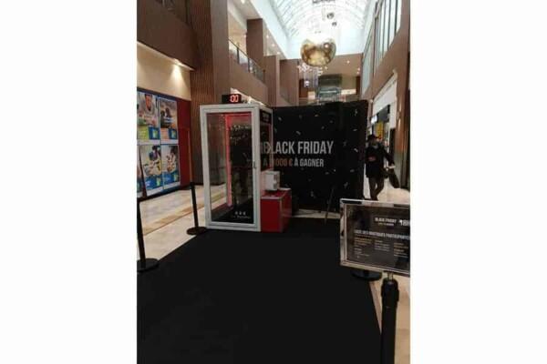 Cabine à billets : black Friday