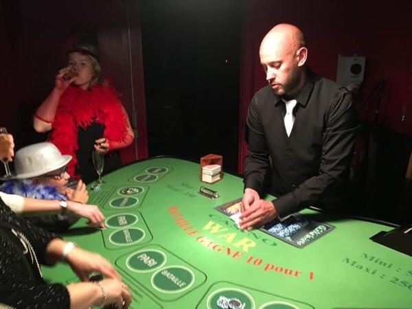 Casino - bataille - war : avec le croupier