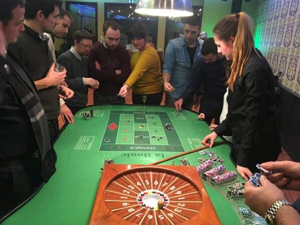 Casino - boule : avec la croupière