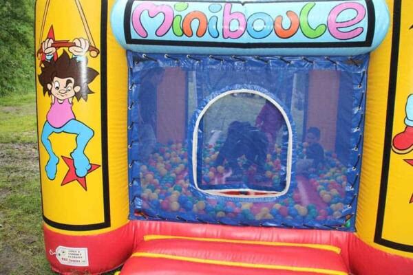 château gonflable miniboule : avec boules