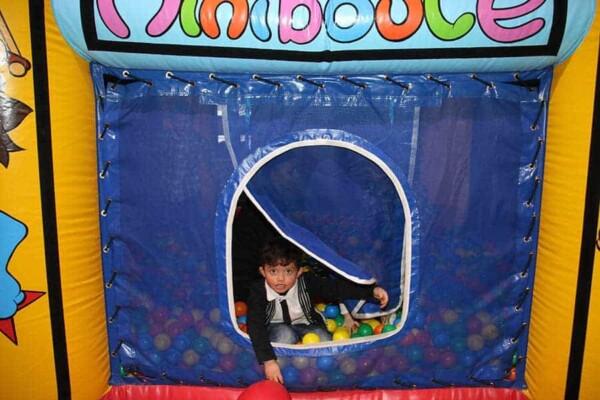 château gonflable miniboule : la porte