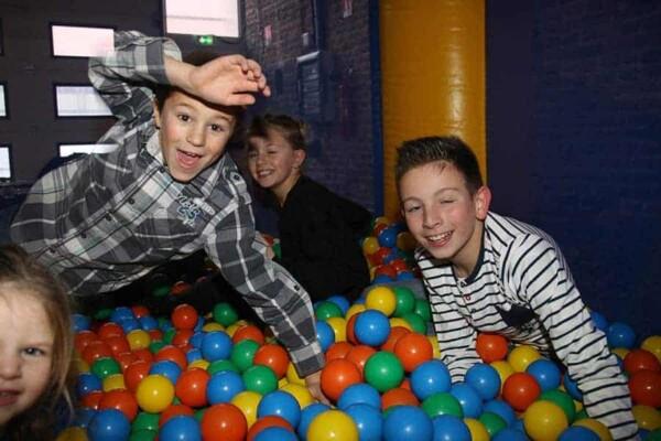 château gonflable miniboule : les enfants