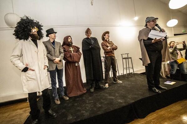 Cluedo humain : les personnages sur scène