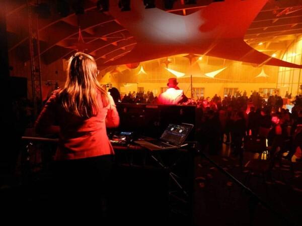 DJ Party : amanda à la console
