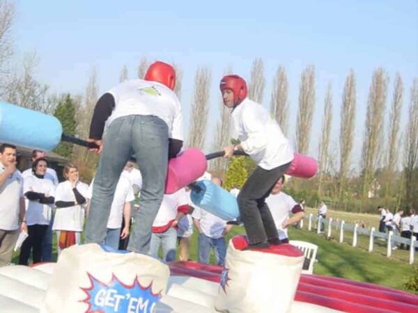 Joutes gonflables : combat 2