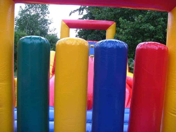 Parcours de course gonflable : obstacles