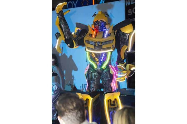 Robot Transformer : Bumblebee salut