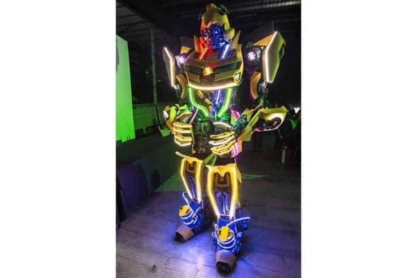 Robot Transformer : Bumblebee debout