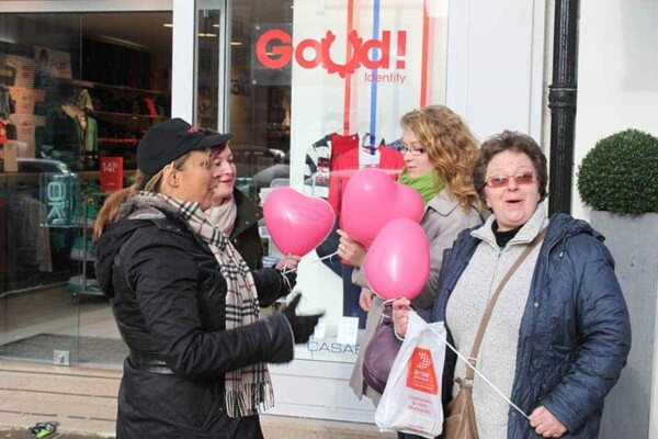 Distribution de ballons : distribution rue