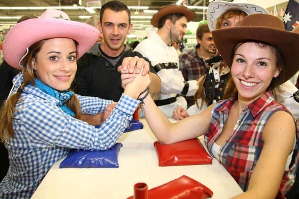 Far West Story : les filles au bras de fer