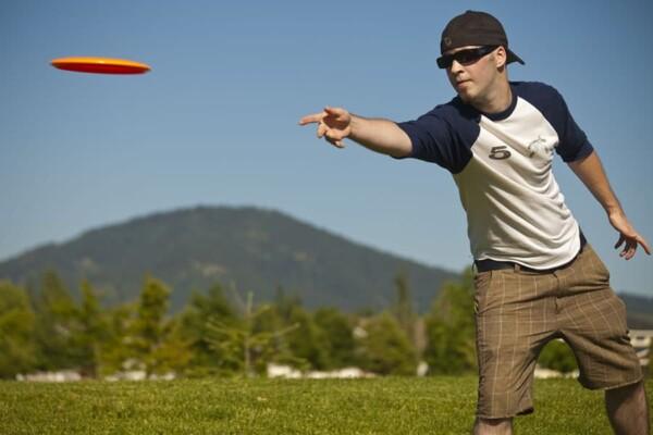 Frisbee golf : lanceur