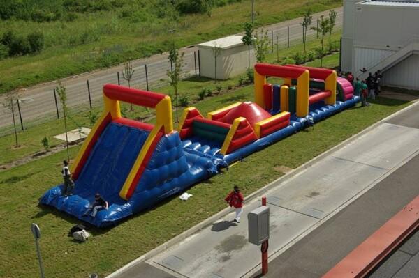 Parcours de course gonflable : de haut