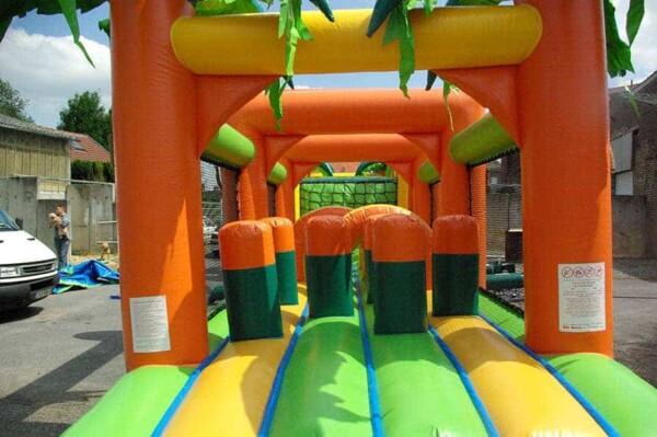 Parcours jungle gonflable : intérieur