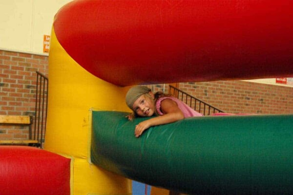 Parcours de course gonflable : escalade