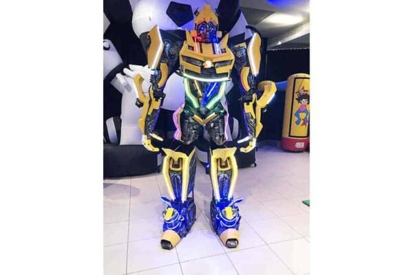 Robot Transformer : Bumblebee en pose