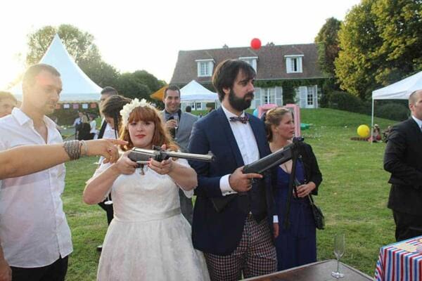 Tir aux ballons à la carabine : mariés