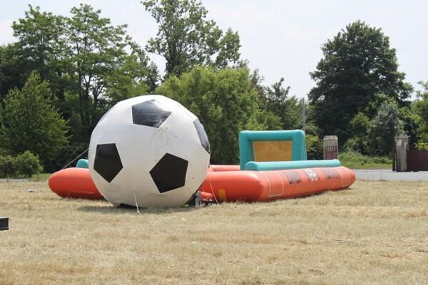 Ballon 5m : le 4m davant le baby foot humain