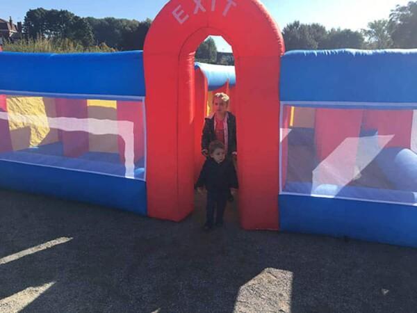 Labyrinthe gonflable géant : au départ