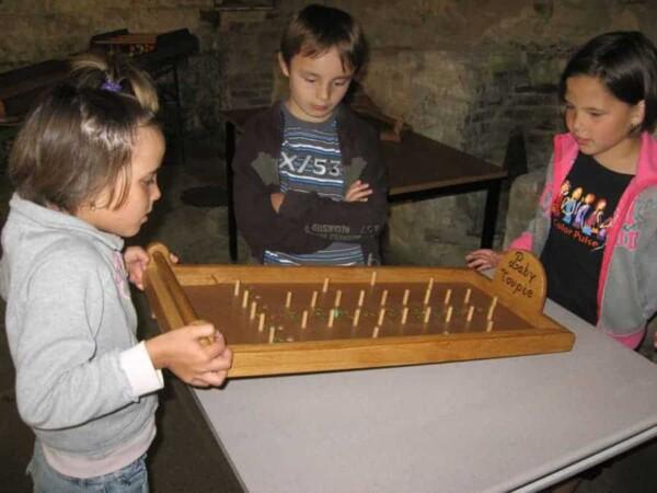 Labytoupie : groupe d'enfants