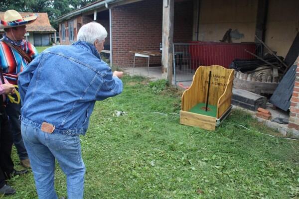 Lancer de fer à cheval : en extérieur