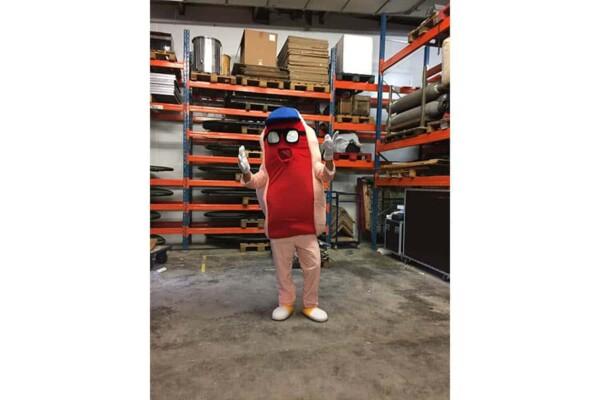 Mascotte hot dog : en action