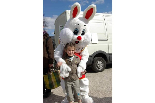 Mascotte Lapin : avec enfant