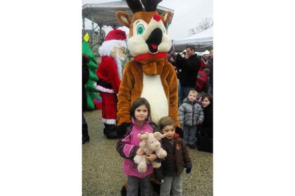 Mascotte renne : avec les enfants