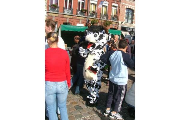 Mascotte vache : dans la rue