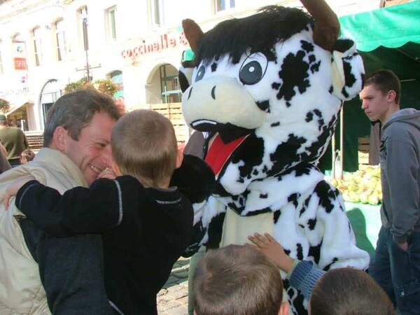 Mascotte vache : avec bébé