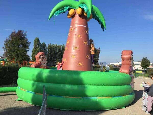 mur d'escalade cocotier gonflable géant : enfant