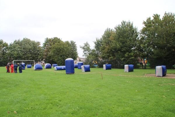 Tournoi de paintball : le terrain d'obstacles gonflables