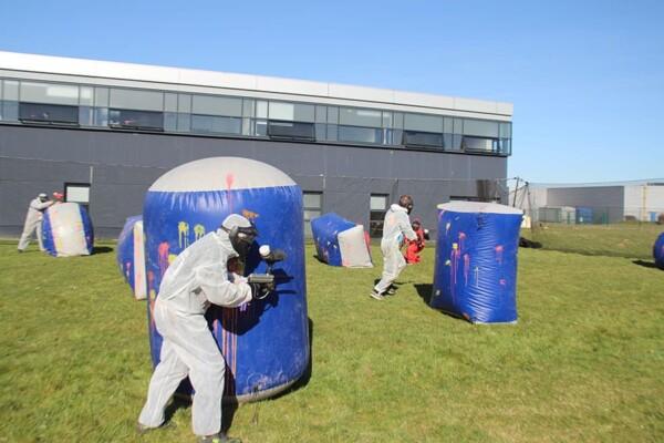 Tournoi de paintball : terrain de gonflable
