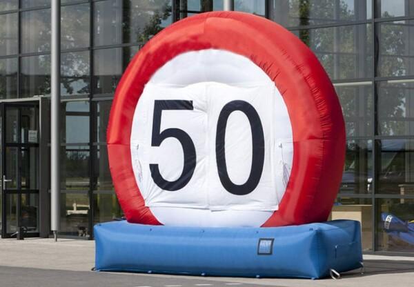 Panneau routier géant : avec vitesse