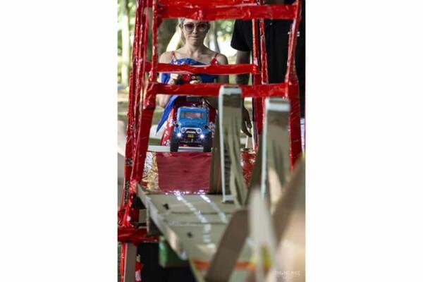 Pont de l'impossible team building : la voiture avance