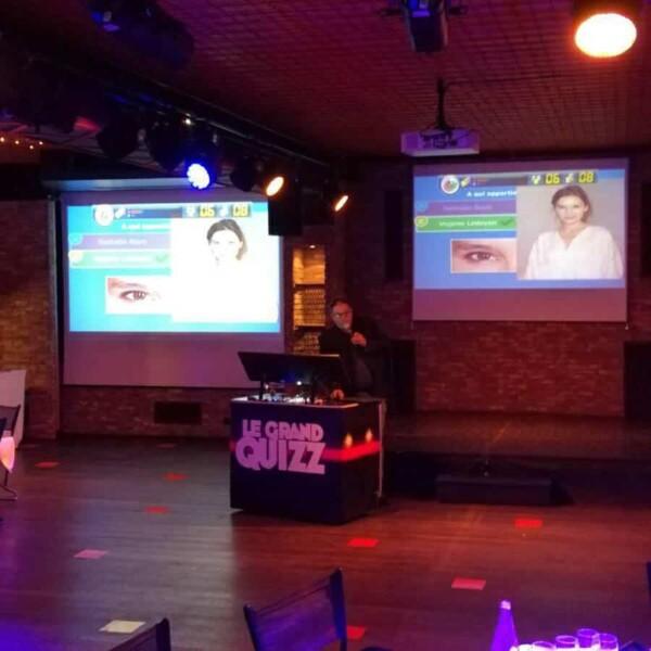 Quizz buzzers à table : double projection