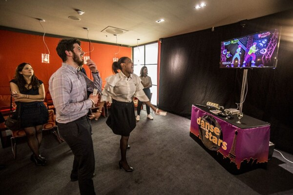 Stand Wii : competition just dance