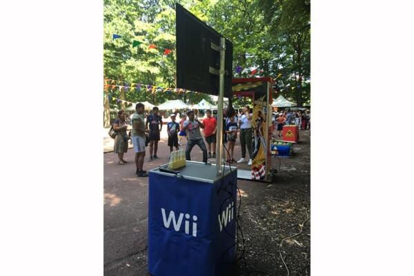 Stand Wii : de dos en pleine fête extérieure