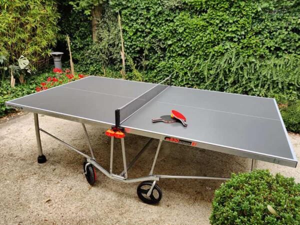 Table de ping pong : prête à jouer