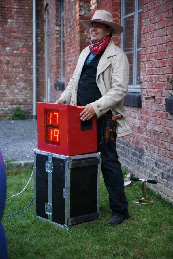 Taureau mécanique : l'animateur en tenue
