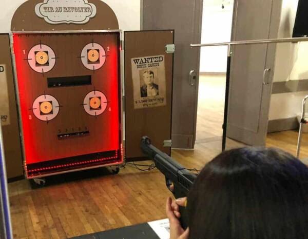 Tir au revolver : de dos