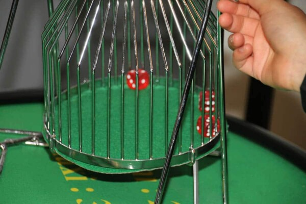 casino chuck a luck : la cage en gros plan