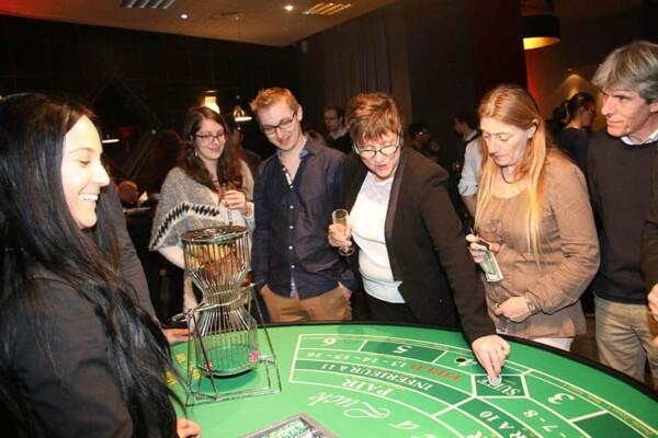 casino chuck a luck : les joueurs tentent leur chance