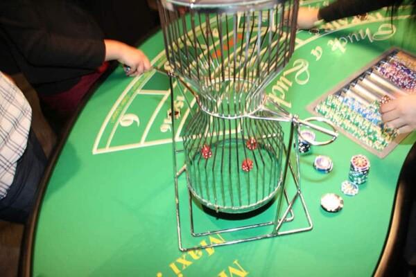 casino chuck a luck : la cage à dés