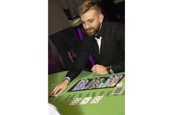 casino poker texas hold'em : le croupier