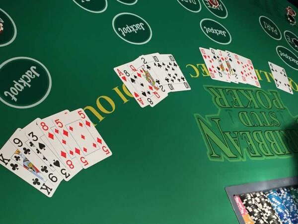 casino stud poker : les mains de jeu