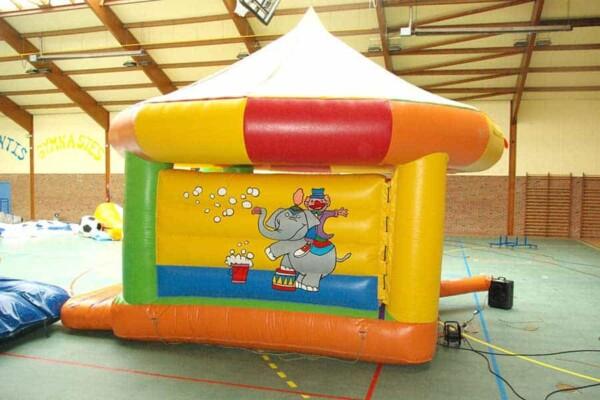 château gonflable Circus : de profil