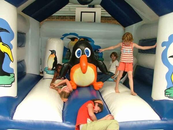 château gonflable pingouin : le pingouin