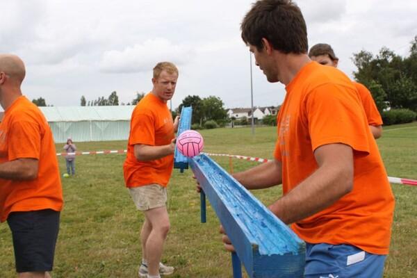 combat des ballons : le ballon roule